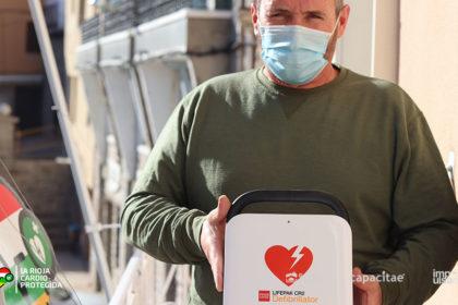 Alcalde de Cornago recibe el Desfibrilador de 'La Rioja Cardioprotegida'